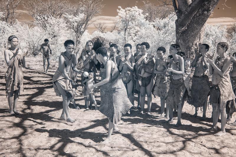 Namibia_Dunes_Etosha_San_Red-540-4