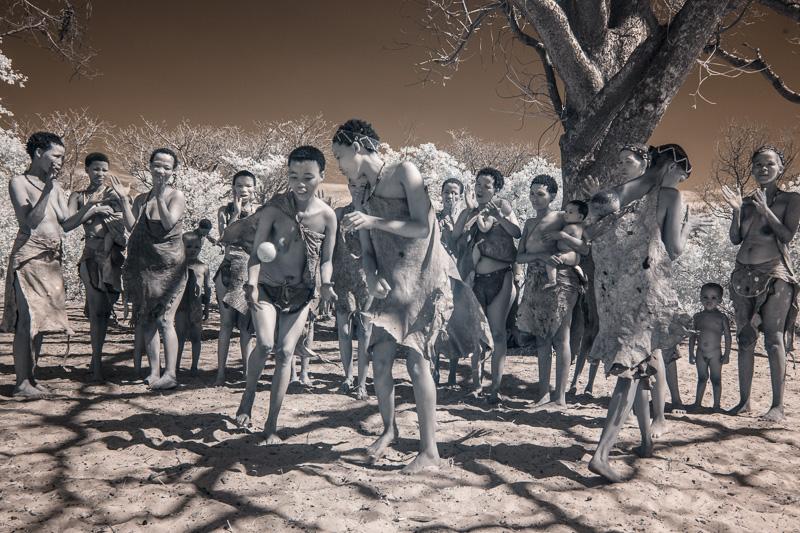 Namibia_Dunes_Etosha_San_Red-554-6