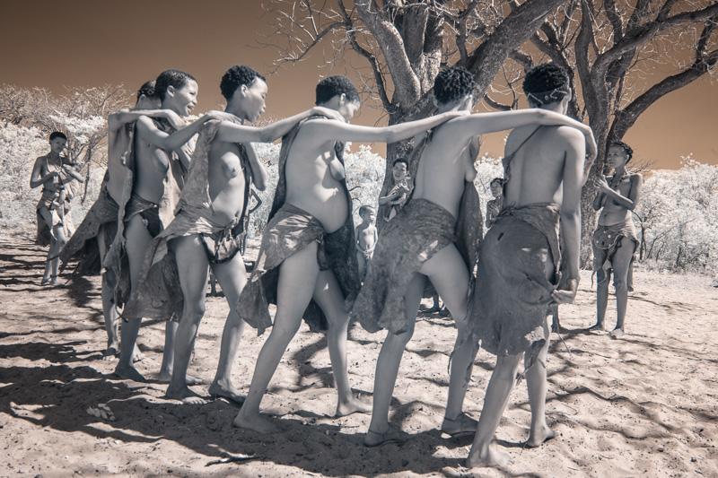 Namibia_Dunes_Etosha_San_Red-570-7